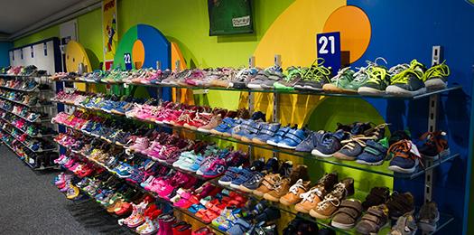 Kinderschuhe aus dem Schuhhaus Salge in Calberlah. Kinder Schuhe für die Region Braunschweig, Wolfsburg und Gifhorn