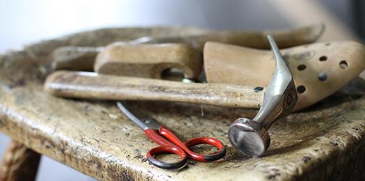 Schuhreparatur im Schuhhaus Salge in Calberlah. Reparatur für die Region Braunschweig, Wolfsburg und Gifhorn.